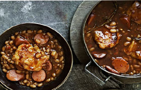 Barbeque baked beans and chicken drumsticks