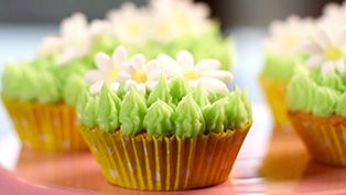 Cupcakes decorating idea: Spring daisies