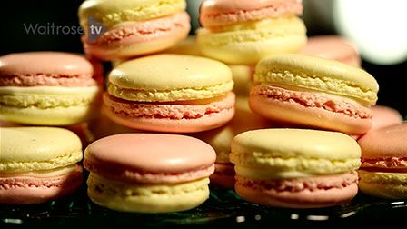How to make lemon and raspberry macaroons
