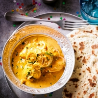 Creamy butter chicken with black mustard naans