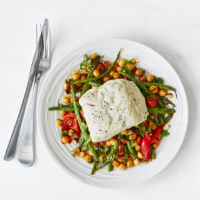 Tray-grilled hake with pepper, beans and chick peas