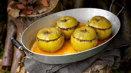 Gingerbread baked apples